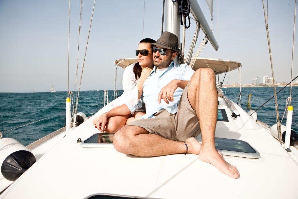 חבילות רומנטיות לזוגות – חוויה מרגשת בלב ים